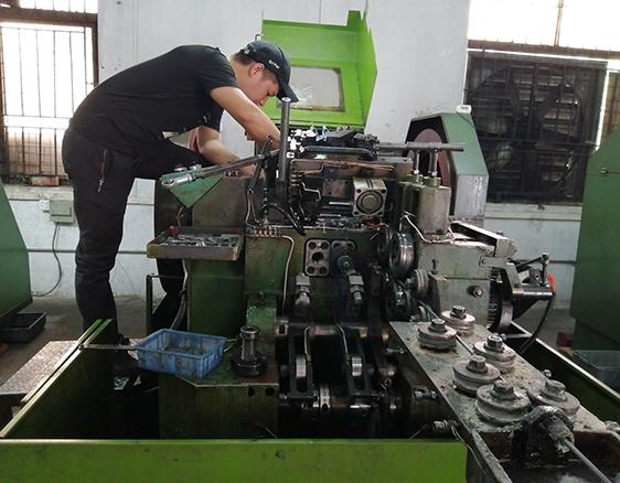 专业螺丝制造生产技术工程人员